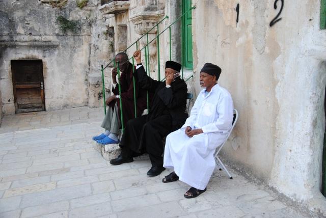 Äthiopische Christen - mit Mobiltelefon.