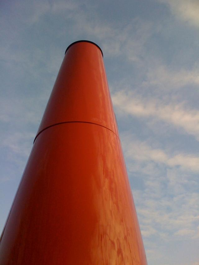 Safetey Cone von Dennis Oppenheim auf einer Herforder Straßenkreuzung, die ich als Kind tausende Mal   überquerte