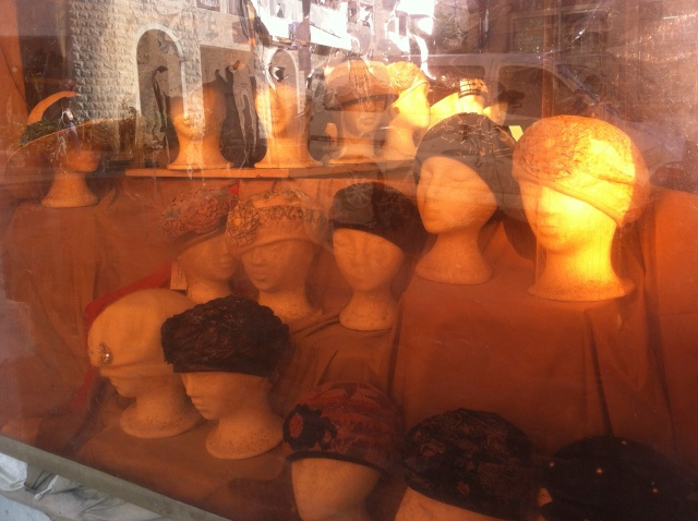 Jerusalem - Kopfbedeckung für jüdisch-orthodoxe Frauen / Copyright: Andreas Main